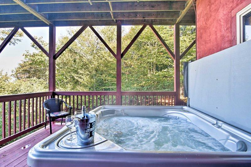 Fai un bagno rilassante nella vasca idromassaggio dopo il ritorno a casa dalle piste!