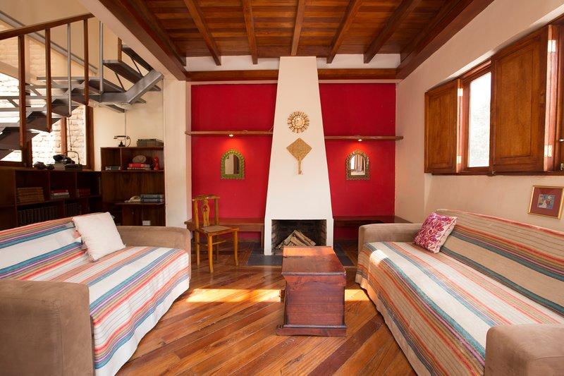 Casa LunaLoma - Colonial Boutique Loft 'Vista Los Andes' -Quito Centro Colonial, alquiler de vacaciones en Quito