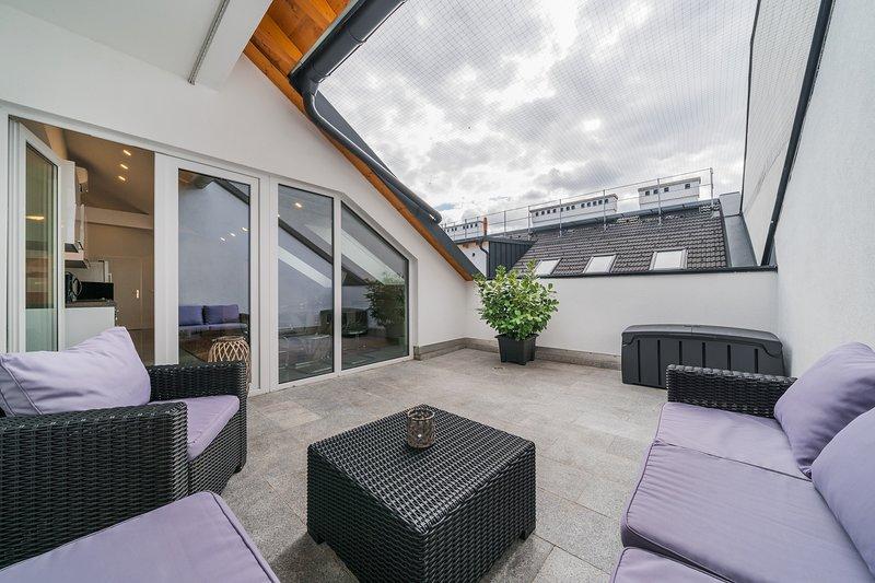 100m² mit Terrasse - Nähe Donau - AC+Netflix etc., holiday rental in Gerasdorf bei Wien