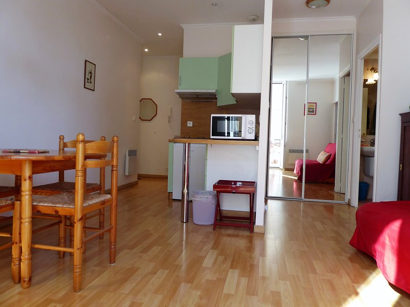 El apartamento es luminoso, acogedor, espacioso, práctico y bien mantenido: le hará sentirse cómodo.