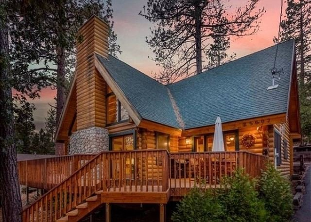 Rejuvenating Luxurious Mountain Log Home Tucked away in Idyllwild, Ca, alquiler de vacaciones en Pine Cove
