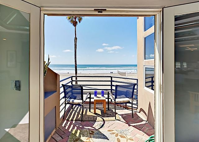 Epic Oceanfront Views - Boardwalk Beauty w/ Patio, Balcony & Fire Pit, casa vacanza a Oceanside