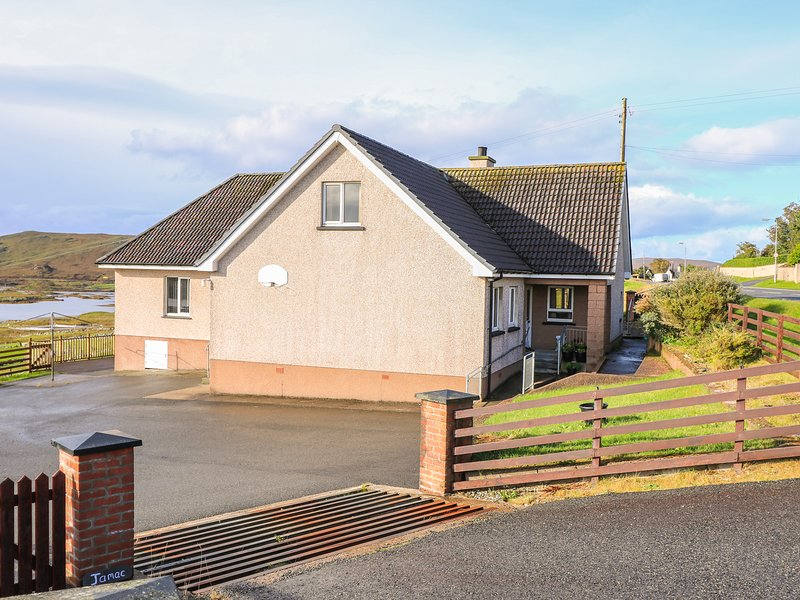 JAMAC, disabled friendly aspects, views over the loch, Isle of Lewis, vacation rental in Maraig