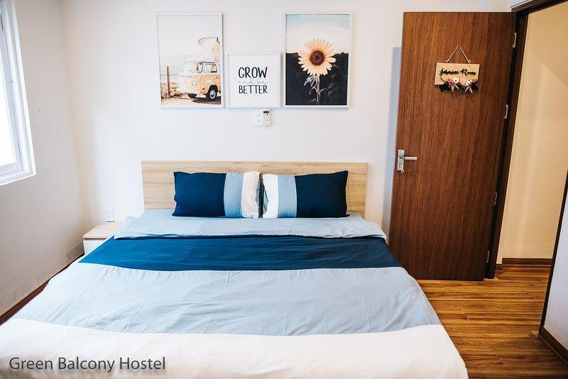 Double Bedroom 1 - 2 Facade Villa Hostel Near the My Khe Beach, Green Balcony, vacation rental in An Hai Dong