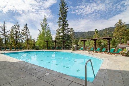 Seasonal Pool, The Lodge at Osprey Meadows