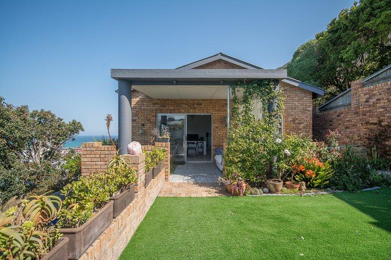 Boyes Drive Villa, holiday rental in Muizenberg