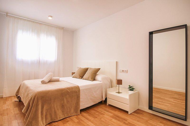 Dormitorio principal master con armarios empotrados.