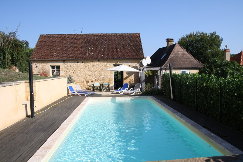 PAYRIGNAC - LOVELY PROPERTY WITH SEPARATE GUEST HOUSE AND PRIVATE HEATED POOL, vacation rental in Gourdon