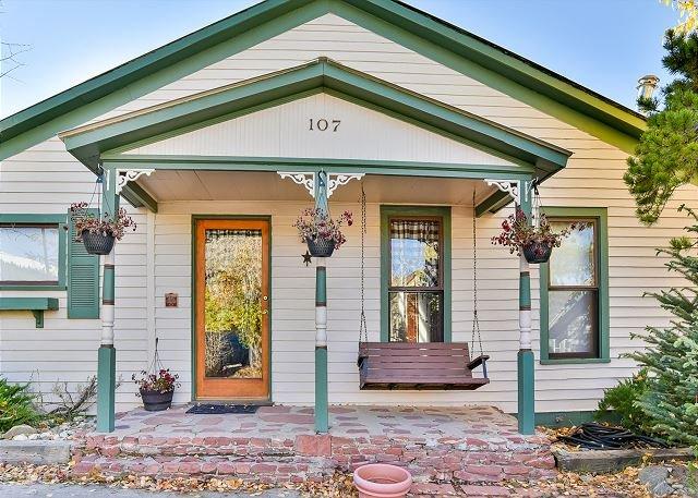 Urban Farmhouse on French Home: Hot Tub, Stroll to Main St! – semesterbostad i Breckenridge