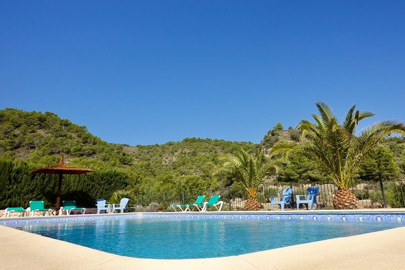 Los-Olivos II, spacious apartment in allmost new finca, quiet area, large pool, vacation rental in Benissa