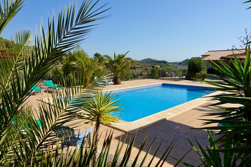 Los-Olivos III, spacious apartment in allmost new finca, quiet area, large pool, vacation rental in Benissa