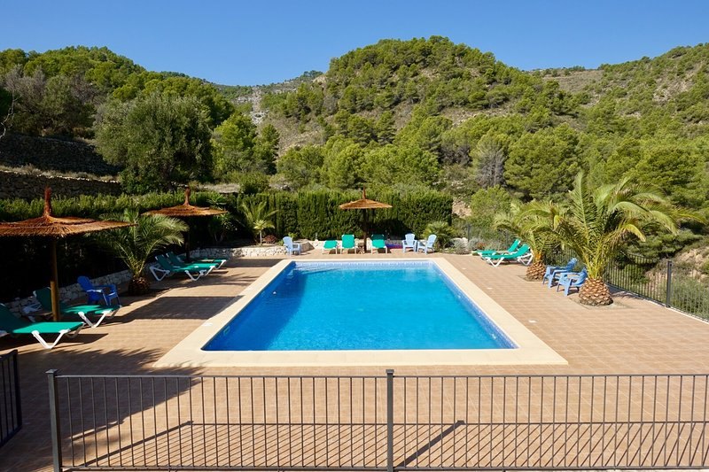 Los-Olivos I, spacious apartment in allmost new finca, quiet area, large pool, vacation rental in Benissa
