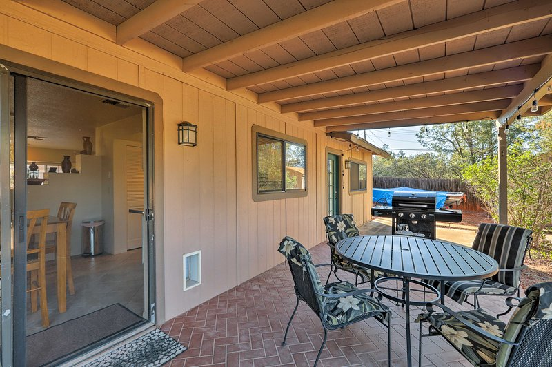Peaceful Home w/ Grill & Patio, 1 Mi to Red Rocks!, vacation rental in Sedona