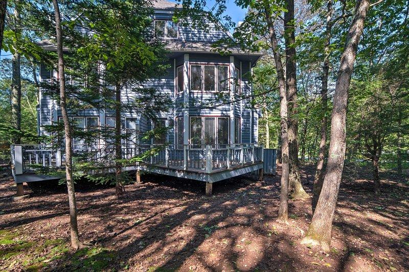 Con una superficie di 2.263 piedi quadrati, la casa ristrutturata può ospitare fino a 8 persone.