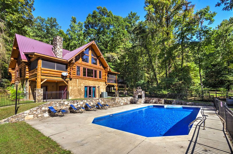 Upper Lodge Brevard Cabin on 80 Acres w/ Pool!, alquiler vacacional en Sunset
