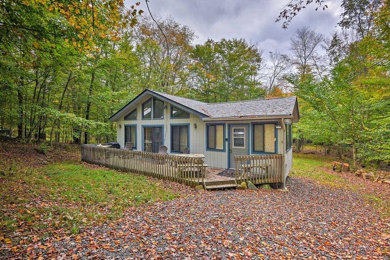 Creekside Poconos Cabin - Gouldsboro St Park 3 Mi!, vacation rental in Gouldsboro