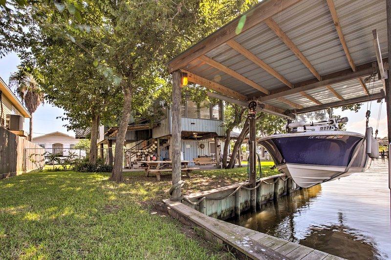 Canalfront San Leon Escape Near Kemah & Galveston!, holiday rental in Kemah