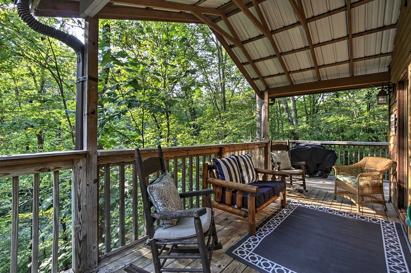 Private Getaway w/Hot Tub, 4 Mi to DTWN Gatlinburg, vacation rental in Gatlinburg