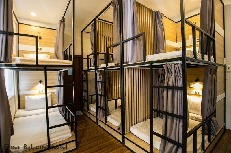 Dormitory Bedroom 2 - 2 Facade Villa Hostel Near the My Khe Beach, Green Balcony, vacation rental in An Hai Dong