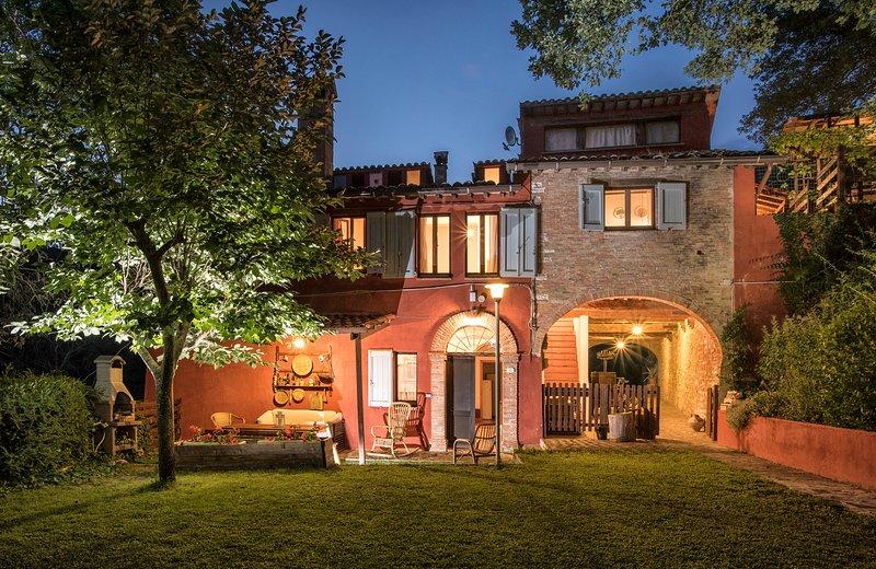 Casa Rossa tra Marche e Umbria, alquiler vacacional en Fabriano