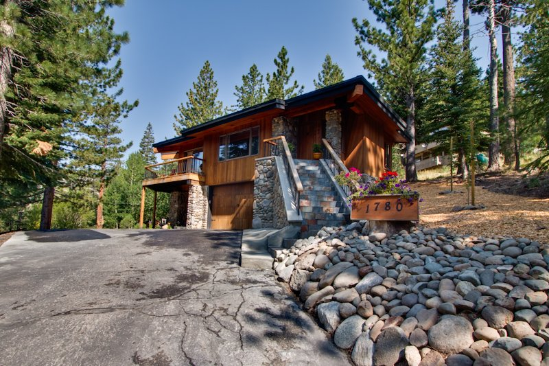 Sandy Way Chalet at Squaw Valley Chalet in Squaw Valley