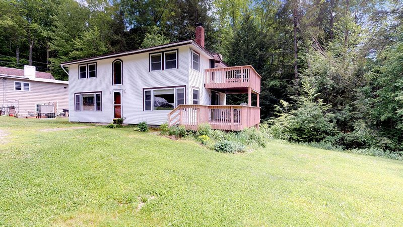 Affordable Spacious Vacation Home on Lake Spofford, holiday rental in Chesterfield