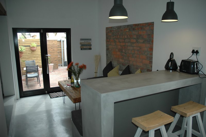 Adams-Place-Beautiful Loft Apartment In Table View, holiday rental in Bloubergstrand