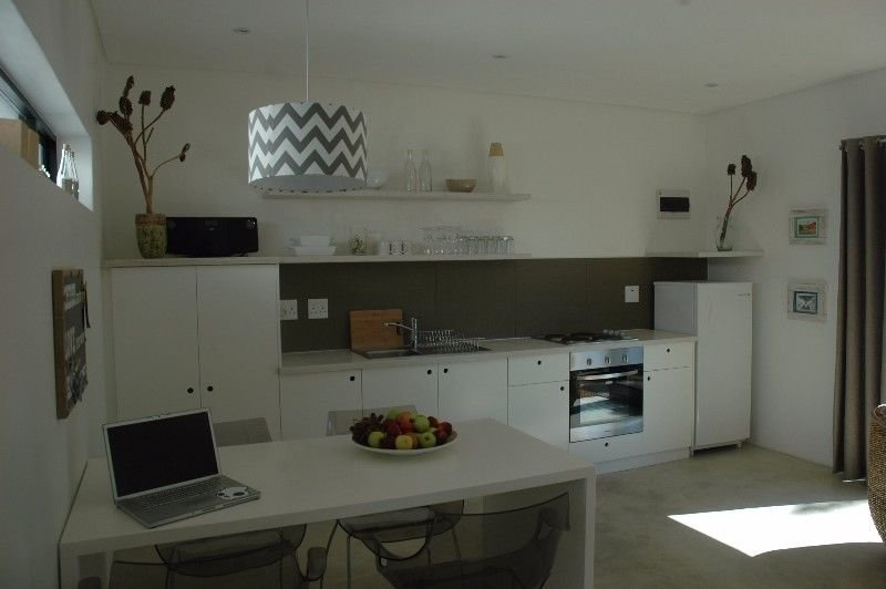 Adams Place- Beautiful Cottage in Table View, holiday rental in Bloubergstrand