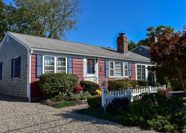 Lovely 3 bedroom ranch home well maintained by owners., location de vacances à South Harwich