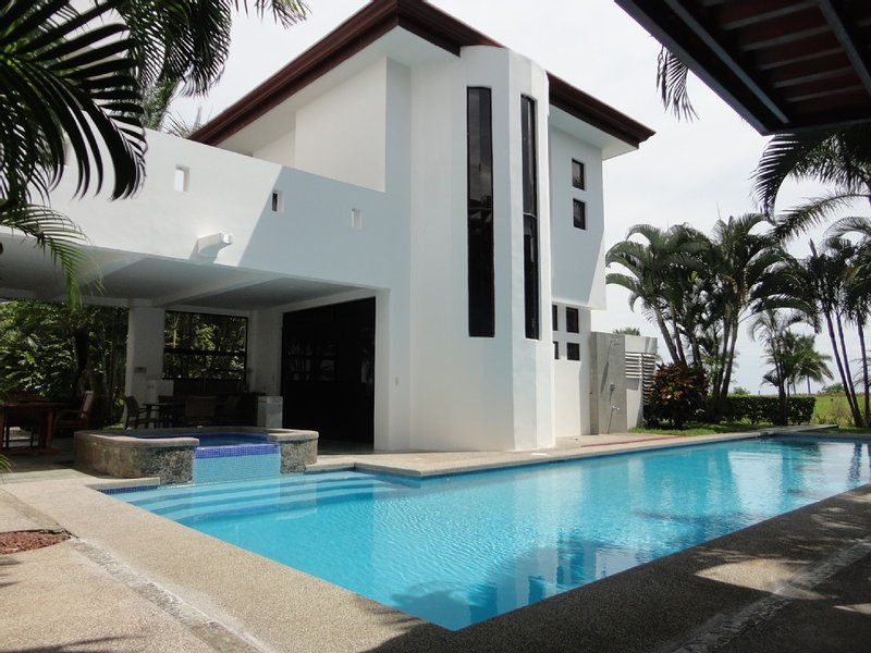 Casa Grande–Luxury Large Ocean View 6 BR house with Pool Beach Front Community!, vacation rental in Playa Hermosa