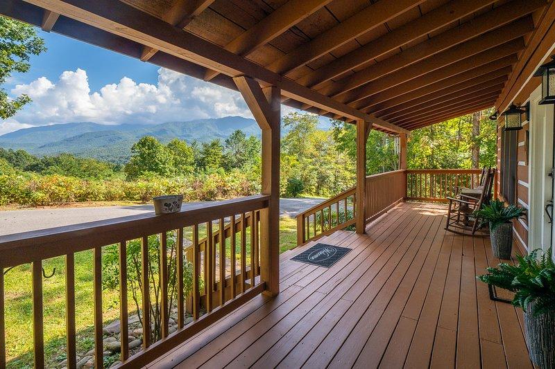 Disfrutar de excelentes vistas desde el porche delantero de las montañas de smokie
