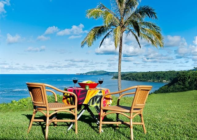 Sealodge D1- oceanfront views, nobody above you, pool, wifi & free parking, vacation rental in Princeville