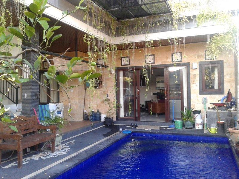 Sanur Queen-sized bedroom, holiday rental in Serangan