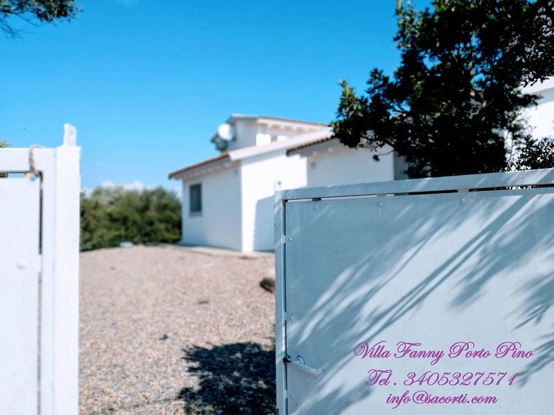 villetta borgo fanny PORTO PINO, vacation rental in Sant'Anna Arresi