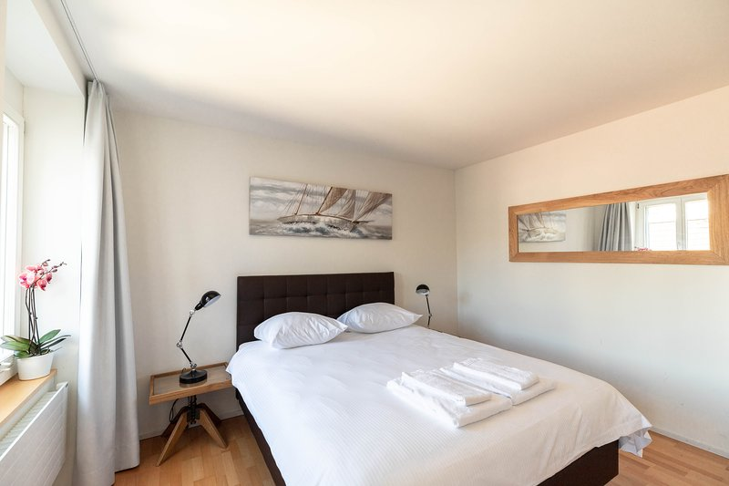 ZR Zurich Relocation - Fully furnished and serviced 1BR apartment - Fröhlich, holiday rental in Meilen