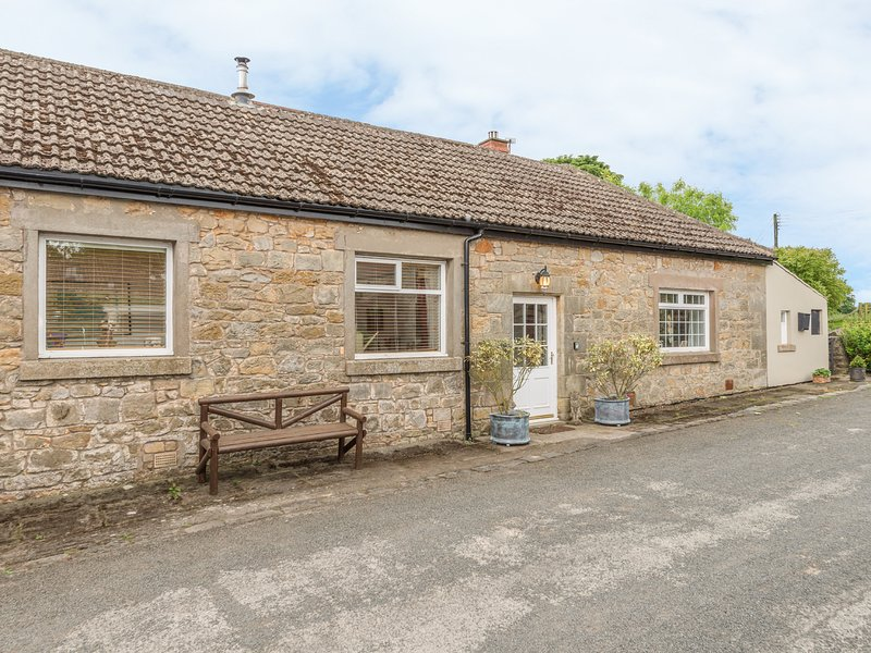 STABLE COTTAGE, family friendly, character holiday cottage, with a garden in, Ferienwohnung in Belford