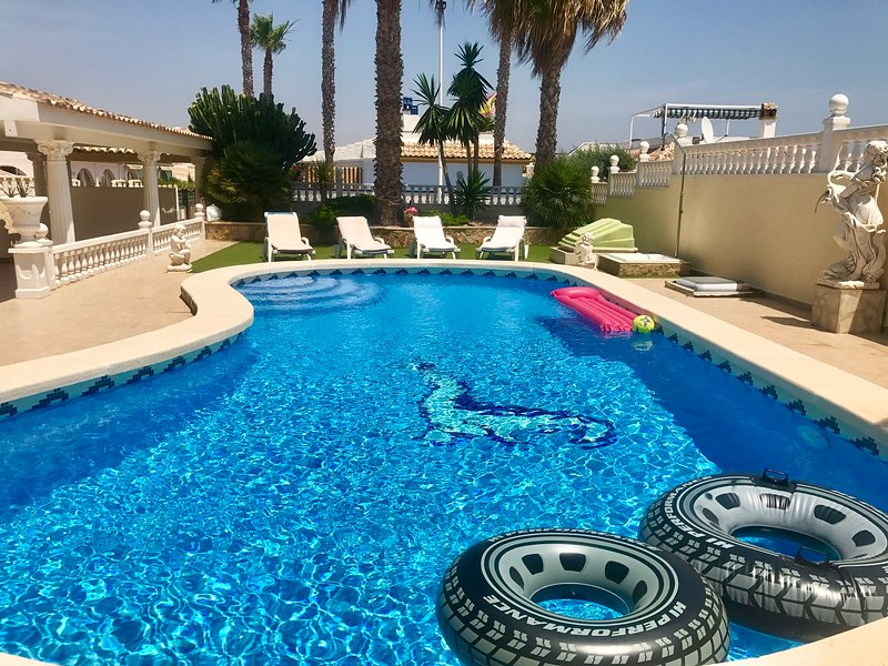 Villa GA Luxury Beach heated pool, location de vacances à El Altet