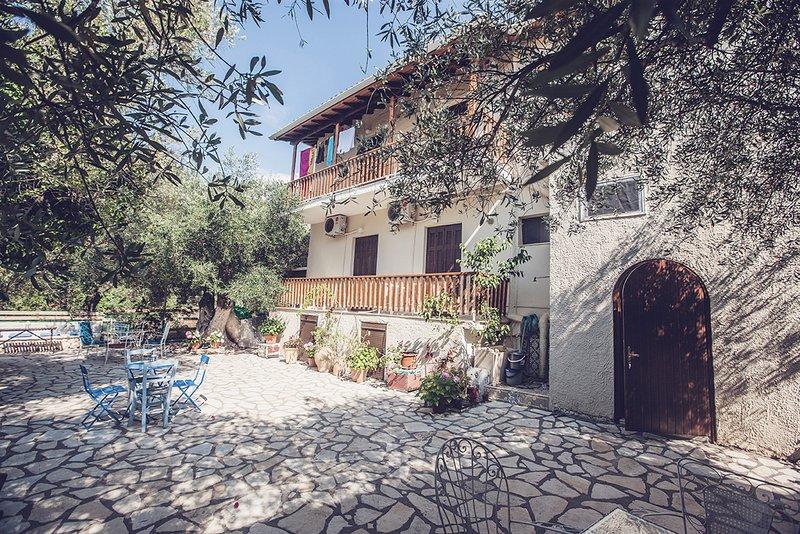 Afroditi Pansion | Apartments, Studios, Rooms Agios Nikitas Lefkada, location de vacances à Agios Nikitas