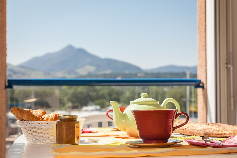 Enjoy a cup of coffee or tea on the furnished terrace or loggia (views may vary).