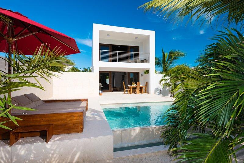 Sugar Kube - Beach Front Villa - 1 Bedroom, holiday rental in Providenciales