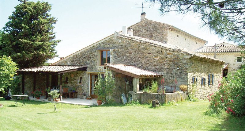 GITE LA FREYDIERE, un havre de paix en Drôme Provençale, vacation rental in Pont-de-Barret