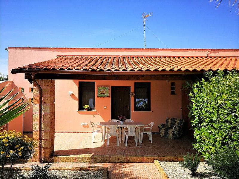 Nice house near the beach & garden, casa vacanza a Fontanelle