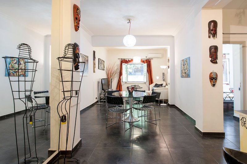 Bright Contemporary Studio in Pagrati, holiday rental in Kaisariani