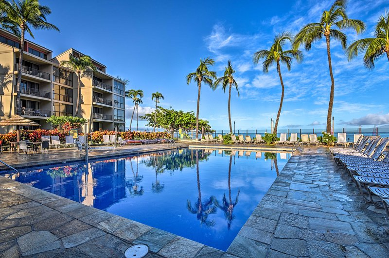 NEW! Oceanfront Oasis w/ Pools - Steps to Beach!, holiday rental in Napili-Honokowai
