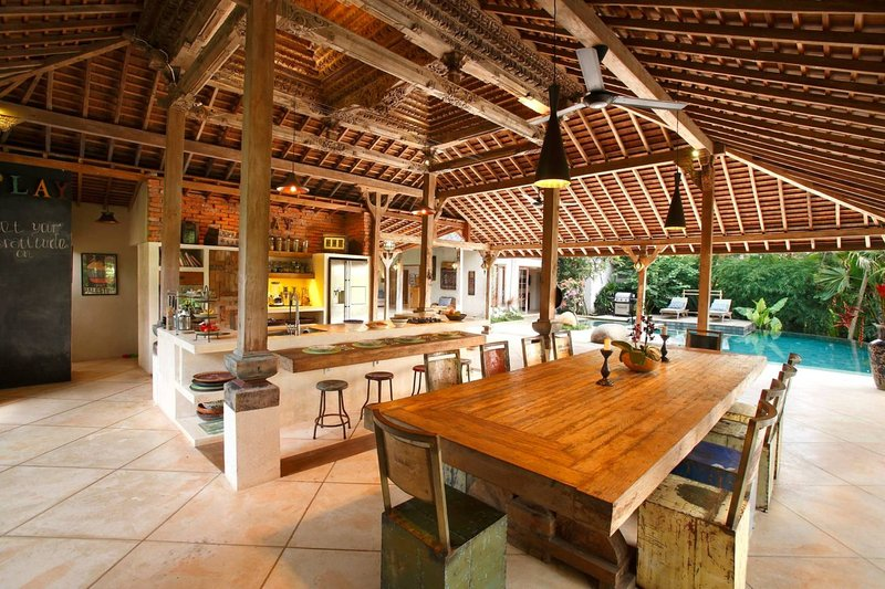 Eco-luxury, family-friendly villa with private swimming pool in Bali, holiday rental in Petulu