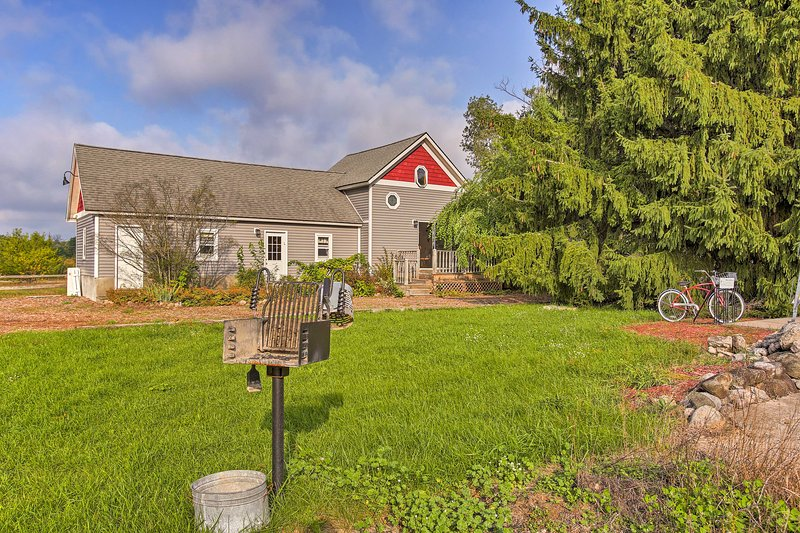 Leelanau Country Cottage is 'Home Away From Home'!, holiday rental in Suttons Bay