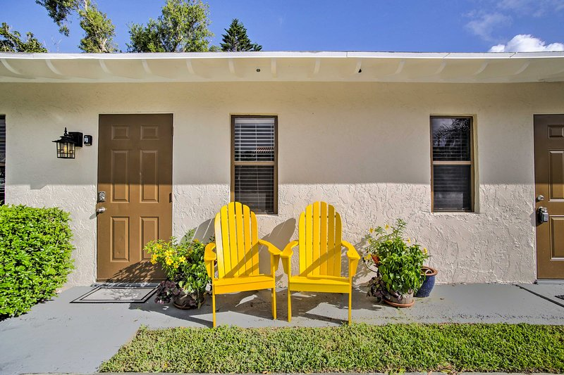 Pristine Apartment Just 1 Block to Deerfield Beach, holiday rental in Boca Raton