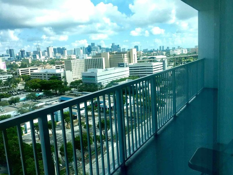 Grande varanda com vista diurna!