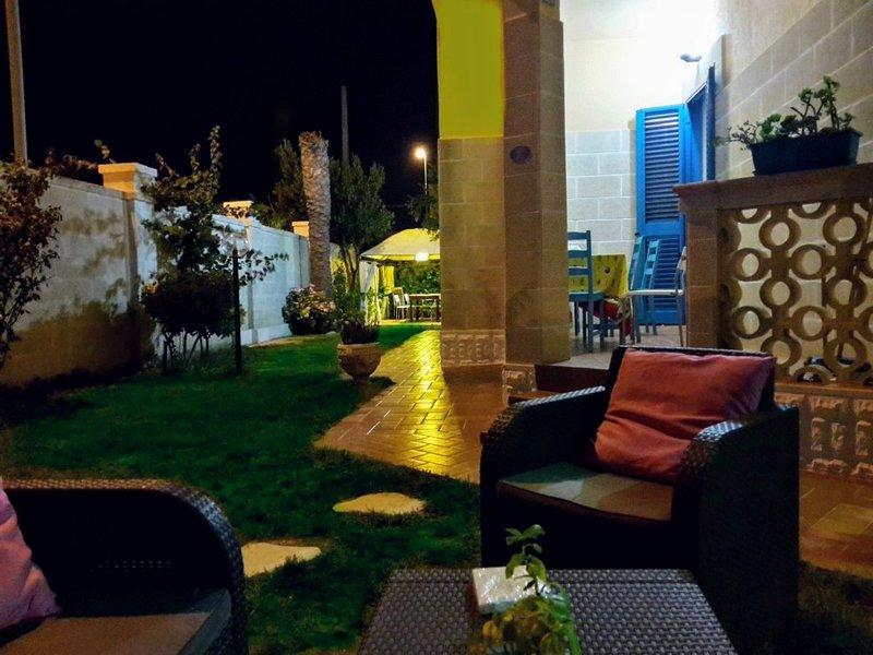 VILLA 18 POSTI LETTO A SOLI 100MT DAL MARE DI SABBIA, location de vacances à Casalabate