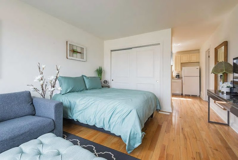 Beautifully Decorated 1br Unit With Parking Has Cable